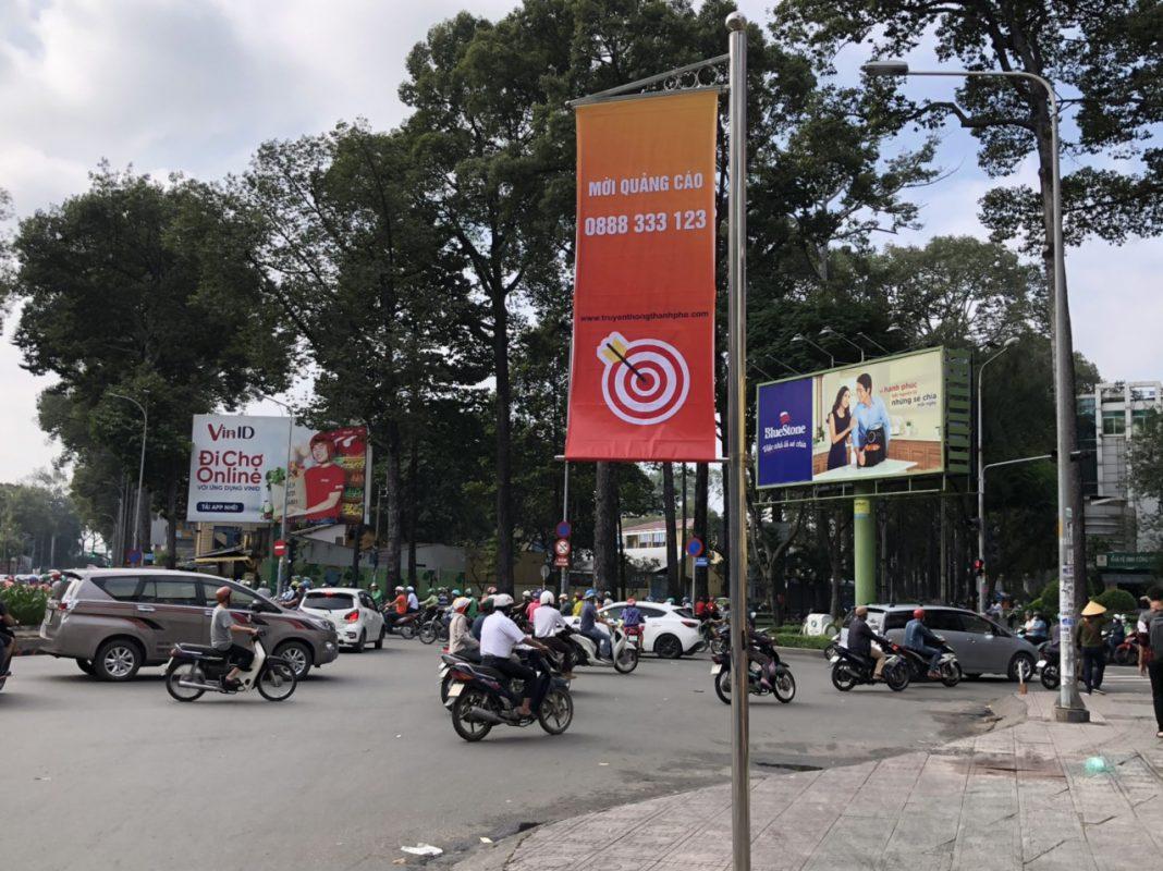 Trụ inox treo băng rôn quảng cáo độc quyền của Công Ty Dịch vụ Truyền thông Thành Phố tại khu vưc Quận 10, Thành phố Hồ Chí Minh